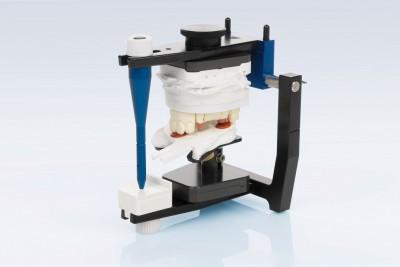 Articulator special pentru montarea modelelor